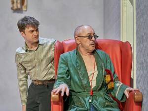 Daniel Radcliffe and Alan Cumming in Endgame. Photo: Manuel Harlan